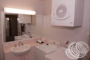 Rydges Horizons Deluxe Studio Bathroom Sink & Laundry