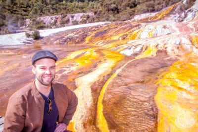 Matt en el Parque Geotérmico Orakei Korako en Nueva Zelanda
