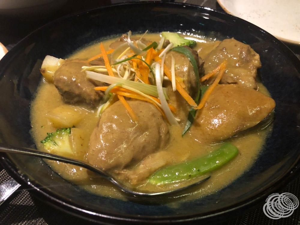 Pato al curry amarillo confitado en Dragon Lady